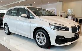 BMW 218i hạ giá kỷ lục còn dưới 1 tỷ đồng: MPV 7 chỗ Đức bạt ngàn trang bị chỉ ngang giá Toyota Innova