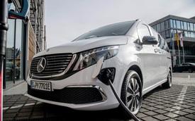 Renault khẳng định vẫn là bạn hợp tác tốt dù vừa bán tháo 16 triệu cổ phiếu của Daimler