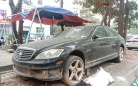 Nằm phủ bụi 5 năm tại Hà Nội, Mercedes-Benz S 63 AMG bạc tỷ khiến CĐM bàn tán khi một chi tiết vẫn nguyên vẹn