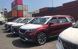 Hàng chục chiếc Kia Sedona 2021 cập cảng Việt Nam, ngày ra mắt không còn xa