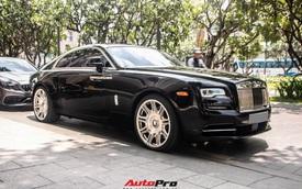 Vợ chồng doanh nhân Nguyễn Quốc Cường chạy Rolls-Royce Wraith đi tậu đồng hồ mới, mâm xe là điểm nhấn đáng chú ý