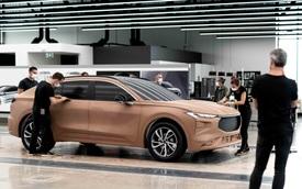 Một loại linh kiện thiếu đang khiến các hãng ô tô lao đao, Ford phải hy sinh cắt công nghệ trên xe nhưng lại ăn đủ 'gạch đá'
