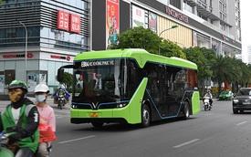 VinBus lần đầu lăn bánh trên phố Hà Nội: Êm ái, không khí thải, làm quen đường trước khi chạy chính thức