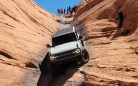 Xe Ford không phải lo: Chinh phục 'cổng Địa ngục' danh tiếng bằng… số lùi