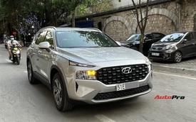 Hyundai Santa Fe 2021 lăn bánh trên phố với đầy đủ biển số: Một chi tiết tiết lộ nguồn gốc thực sự