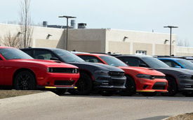Dùng suất nội bộ giá rẻ mua xe cho khách, nhân viên bán xe gây thất thoát gần 9 triệu USD cho công ty, đối diện án lừa đảo
