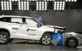 Những cú đâm này cho thấy Toyota Highlander xứng đáng nhận điểm an toàn 5 sao