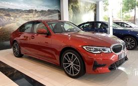 BMW 3-Series giảm giá 190 triệu đồng tại đại lý, rút ngắn khoảng cách giá đấu Mercedes-Benz C-Class