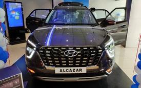 Chi tiết Hyundai Alcazar vừa về đại lý: Như Palisade thu nhỏ, giá quy đổi từ 505 triệu đồng, đối thủ ngang tầm Toyota Innova