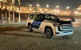Cảnh sát Dubai mua cùng lúc 2 chiếc Toyota Land Cruiser đời mới