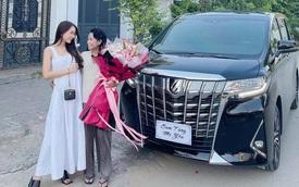 Cận cảnh xe hơi 4,6 tỷ Sam tặng mẹ: Mới đầu tôi muốn mua cho mình nhưng nhiều xe quá rồi nên tặng mẹ