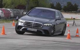 Xem Mercedes-Benz S-Class đời mới thử sức với bài thử đánh lái