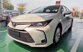 Toyota Corolla Altis 2021 bất ngờ về đại lý ở Việt Nam: Máy 2.0L nhưng nội thất sơ sài hơn Vios bản dịch vụ