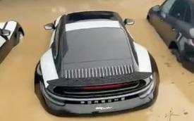 Đại lý Porsche bị lũ nhấn chìm, dàn 911 đắt giá ngập nước nửa thân xe khiến dân tình đau xót