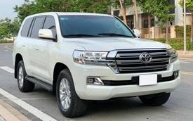 Xe ra mẫu mới, đại gia Việt bán luôn Toyota Land Cruiser vừa mua khi mới chạy 800km, nội thất chưa kịp bóc hết nilon