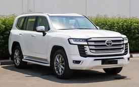 Giá tăng 30 triệu đồng, Toyota Land Cruiser 2022 tại Việt Nam lại có hơn 20 điểm mới, nhiều trang bị đắt giá lần đầu xuất hiện