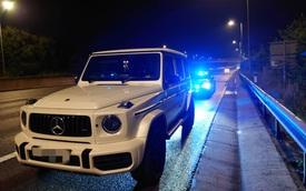 Buồn đi vệ sinh, nữ tài xế cầm lái Mercedes-AMG G63 phi 210 km/h