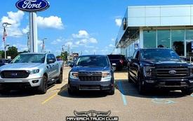 Tấm ảnh cho thấy rõ kích thước tí hon của Ford Maverick trước 'đàn anh' Ranger và F-150