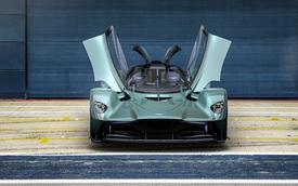 Trình làng Aston Martin Valkyrie Spider - Siêu xe mui trần nhanh nhất lịch sử, đạt tới 330 km/h khi bỏ mui