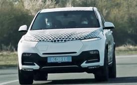 VinFast Lux SA lạ lẫm lộ diện trên đường thử: Có cổng sạc điện, thêm nhiều tính năng mới hơn bản xăng
