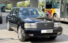 [Kinh điển giữ giá] 'Chủ tịch' Toyota Crown có giá 1,4 tỷ đồng dù đã chạy 400.000km sau 25 năm tuổi