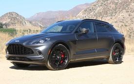Lãnh đạo Aston Martin nhá hàng các phiên bản DBX mới cùng thời gian ra mắt, đáng chú ý là phiên bản hiệu suất cao đối đầu Bentley Bentayga Speed