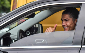 Vì sao Ronaldo cầm lái xe 'bình dân' Jeep trước khi rời Juventus dù sở hữu bộ sưu tập siêu xe hàng chục triệu USD?