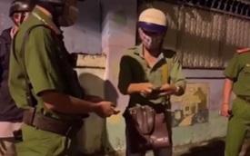 Thanh niên ra đường sau 18 giờ nhưng khi nghe được lý do, chiến sĩ công an tức tốc hộ tống qua các chốt kiểm soát