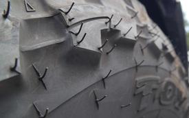 Fun Facts: Công dụng của những chiếc gai trên lốp xe không ai phải ai cũng biết