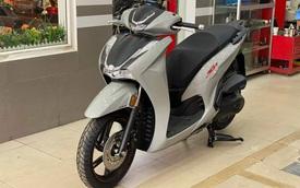 Cận cảnh Honda SH 350i về đại lý với giá bán chênh đủ mua Honda Air Blade