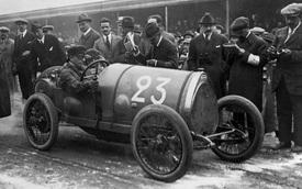 Hành trình gây dựng đế chế xe hơi để đời của Ettore Bugatti: 18 tuổi tự chế ô tô, luôn đưa ra ý tưởng vượt thời gian và cuộc đời gắn bó với những chiếc xe đua