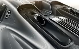Fun Facts: Đặt ống xả trên nắp động cơ có khiến Porsche 918 bị thủy kích khi trời mưa to hay không?