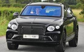 Đang lái Bentley Bentayga đến sân tập, thủ môn MU đã có hành động 'ghi điểm' với người hâm mộ