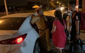 5 giờ sáng, CSGT trực chốt lái xe đưa sản phụ đi sinh khiến nhiều người xúc động