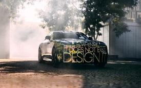Rolls-Royce Spectre - Xe siêu sang thay thế Wraith và Dawn xuất hiện với lớp decal siêu dị