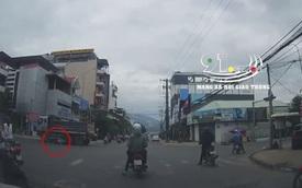 Vượt đèn đỏ khi chỉ còn 3 giây là tới đèn xanh, người đàn ông đi xe máy bị xe ben cuốn vào gầm và cái kết đầy kinh ngạc
