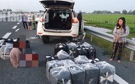 Truy bắt 2 vợ chồng bỏ ô tô biển số giả trên đường cao tốc để chạy thoát thân
