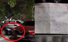 """Bị chặn xe không ra được, người phụ nữ viết giấy """"cảnh cáo"""" có nội dung cực khó hiểu"""