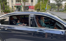 """Đàm Thu Trang lái siêu xe chở ái nữ đi chơi cuối tuần, đại gia Cường Đô La... đạp xe đằng sau làm """"phó nháy"""""""