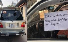 """Ô tô đỗ chắn kín cửa, chủ nhà viết tờ giấy """"dằn mặt nhẹ"""" khiến tài xế đỏ mặt, dân tình nể phục"""