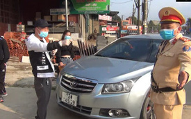 Tài xế ô tô không mang giấy tờ, không chấp hành đo nồng độ cồn, còn có lời lẽ không hay rồi livestream trên mạng