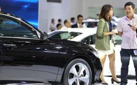 Thị trường ảm đạm, giá xe ô tô đua nhau giảm mạnh