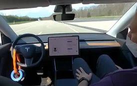 Hệ thống lái tự động của xe Tesla hóa ra có thể bị lừa một cách dễ dàng