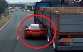 Ferrari chui tọt vào gầm xe tải trốn cảnh sát - sự thật ngỡ ngàng!