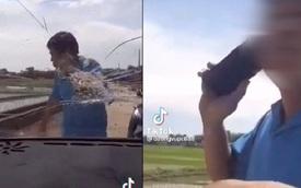 Người đàn ông chặn đầu ô tô, lấy đá ném vỡ kính xe, cái kết cuối khiến tất cả hả hê