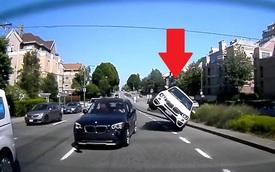 Thót tim cảnh BMW X4 vượt ẩu, nhận ngay 'kết đắng' vì một chiếc BMW khác!