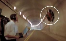 Chuyện xe cộ: Sững sờ trước cảnh chiếc Mercedes leo lên tường như người nhện