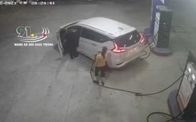 Hà Nội: Ô tô bịt biển số vào đổ xăng rồi rồ ga bỏ chạy để quỵt tiền