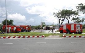 NÓNG: Xe bồn chở 20 tấn gas lật tại cầu vượt Hoà Cầm, nguy cơ cháy nổ rất cao