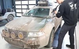 Chuyện xe cộ: Rùng mình màn rửa Audi RS4 Avant siêu hiếm bọc trong bùn - Kết quả được xô bùn 12kg